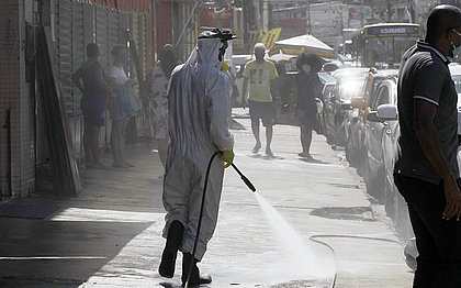 Higienização das ruas da Boca do Rio.