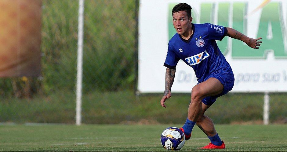 Artur comemora o bom início com a camisa do Bahia