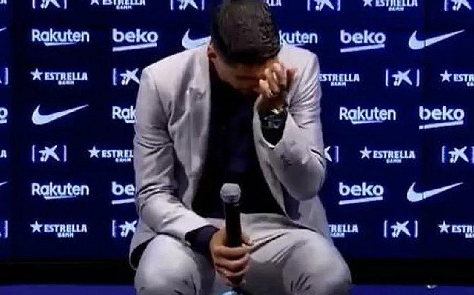 Suárez não escondeu a emoção na despedida do Barcelona