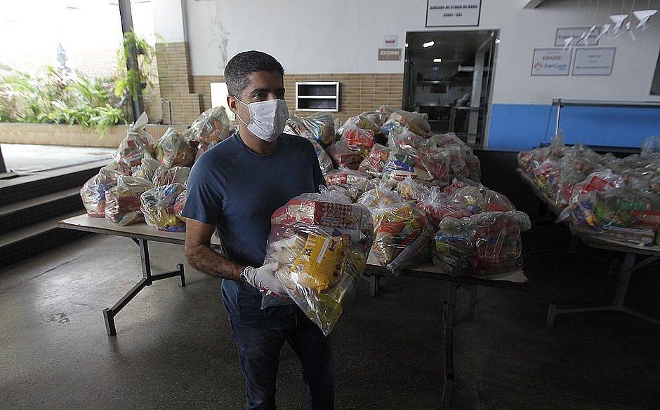 Prefeitura vai entregar cestas básicas no Barradão nesta segunda-feira (27)