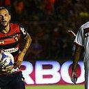Guilherme marcou dois gols para o Sport, para lamento de Everton Sena