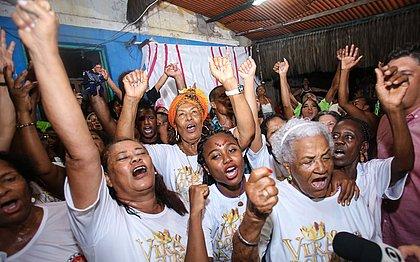 As Ganhadeiras de Itapuã comemoram título da Viradouro no Carnaval carioca