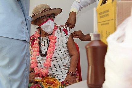 Perdeu o dia da vacina? Retardatários podem se vacinar mesmo após 'data' referente à idade