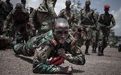 Formatura dos novos recrutas das forças armadas da África Central (FACA) em Berengo.
