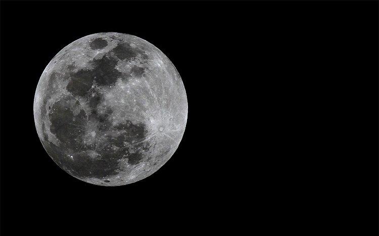 Único eclipse lunar total do ano poderá ser visto de domingo para segunda