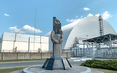 Reator nuclear 4, que explodiu em 1986, foi isolado com cobertura de aço