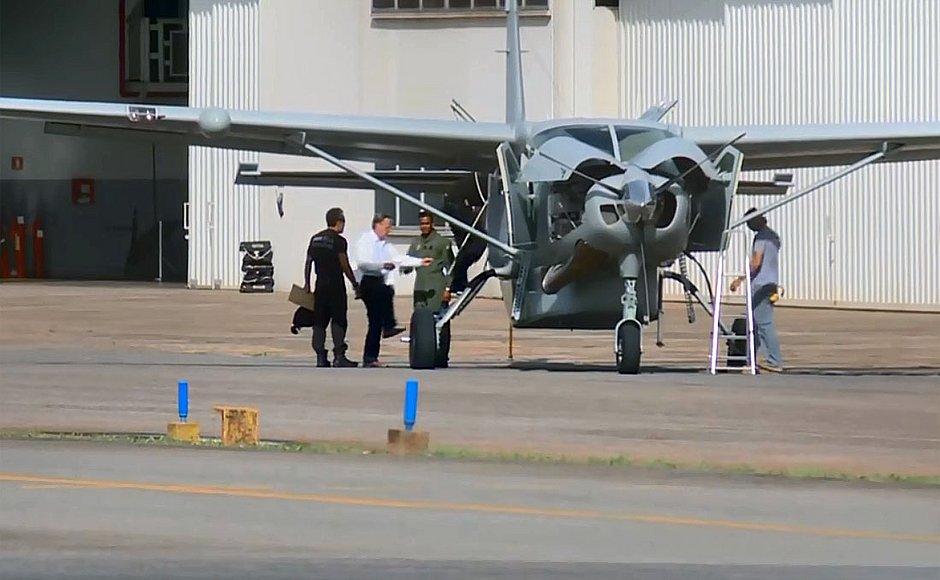 Resultado de imagem para geddel vieira lima em avião