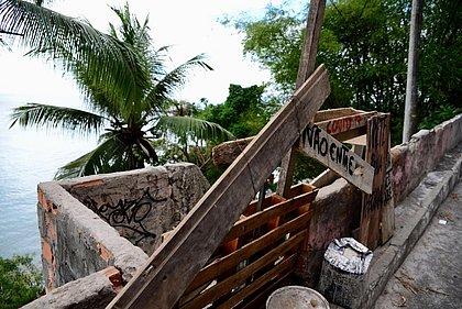 Moradores da Vila Brandão, Solar do Unhão e Gamboa de Baixo interditam praias para impedir contágio da covid-19