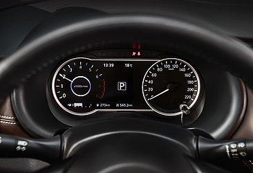 O painel de instrumentos da versão SL conta com uma tela digital