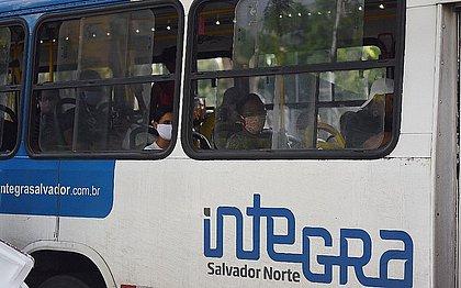 Homem tenta entrar em ônibus sem máscara e é detido na Estação da Lapa