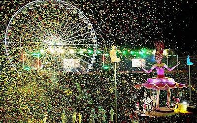 Carros alegórico no Carnaval de Nice, no sudeste da França