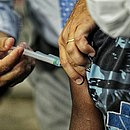 Cidade está vacinando adolescentes no momento