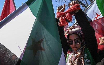 Manifestação contra a prisão de mulheres e crianças na Síria, em Istambul.