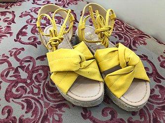 Alpargata amarela (Red's - Shopping Bela Vista) de R$ 100 por R$ 50 (50%)