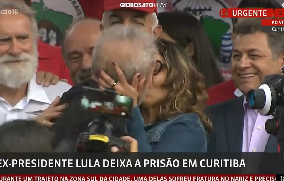 'Eu consegui a proeza de, preso, arrumar uma namorada', diz Lula