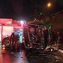 Ônibus capotou perto do Shopping Bela Vista e deixa 27 feridos