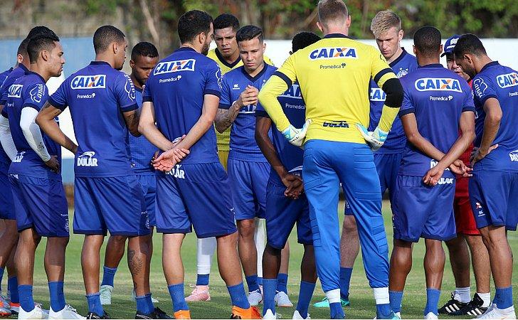 Enderson faz testes no time para enfrentar o Fluminense