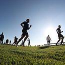 Jogadores do Bahia fazem exercícios na Cidade Tricolor