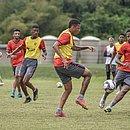 Elenco do Vitória treina na Toca do Leão para jogo contra o Brusque