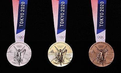 Prata, ouro e bronze: as três medalhas de frente...