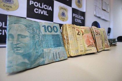 Dinheiro encontrado com assaltantes, em Vilas, pode ser de terminais da Caixa