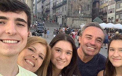 'Sua partida nos deixa sem chão', diz família após morte cerebral de Gugu Liberato