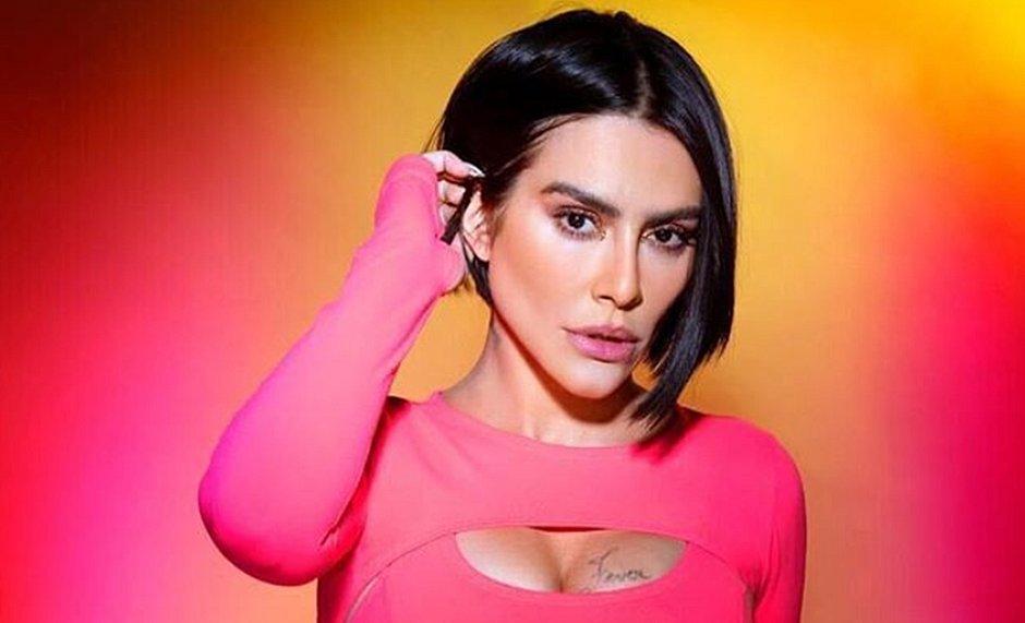 Cleo critica 'esquerdo machos' e dispara: 'Sou #TeamPiranha para sempre'