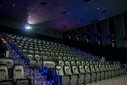 Cinemas, clubes sociais e esportivos vão reabrir a partir de quinta em Salvador