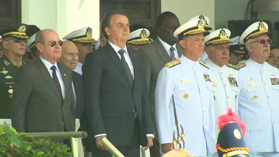 Bolsonaro participa de cerimônia de formatura de aspirantes da Escola Naval, no Rio