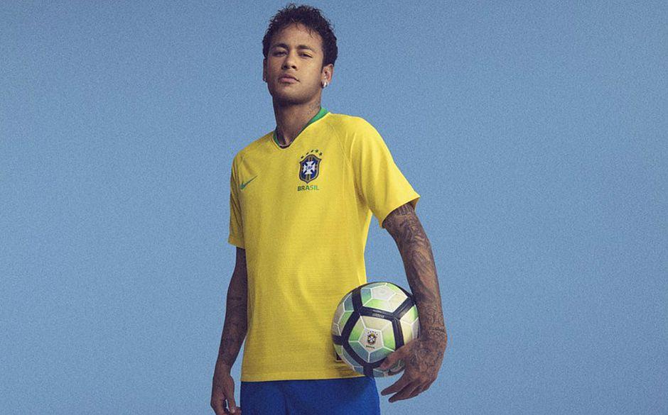 b0133afd8c Neymar exibe nova camisa titular da Seleção para a Copa (Foto  Divulgação)