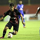 Léo foi autor do cruzamento para gol de Nickson