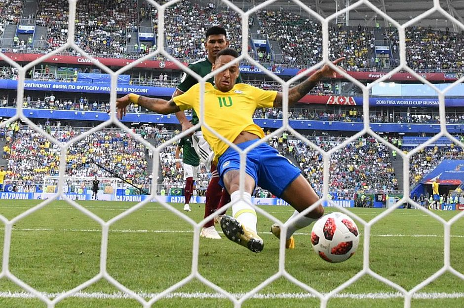 Neymar abre o placar contra o México aos cinco minutos do segundo tempo na Arena Samara