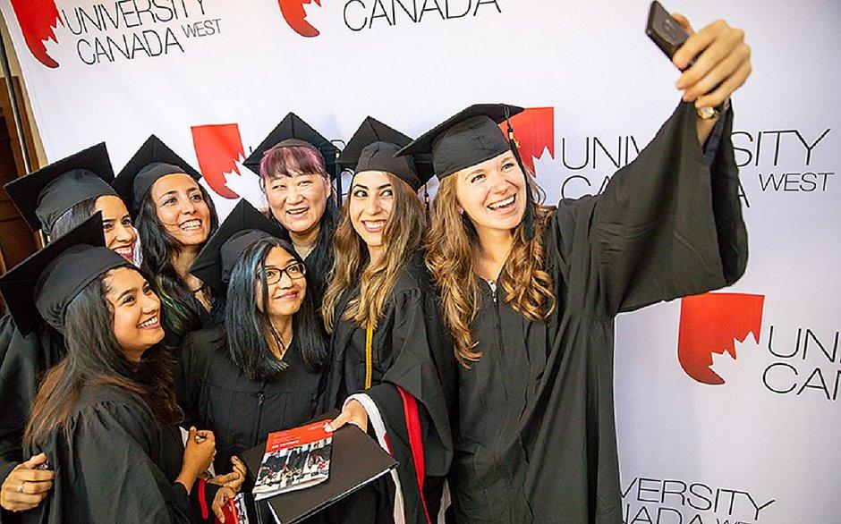 Alunas da University Canada West