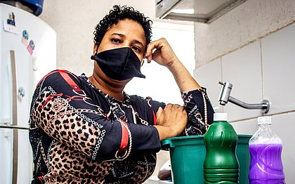 Tassila Soares revela que já está há três meses sem fazer uma diária. Ela ainda conta que o marido ficará sem emprego