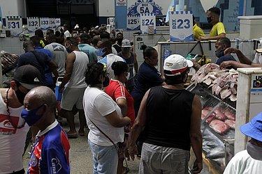 O Mercado do Peixe, em Águas de Meninos, já estava bem movimentando nesta terça-feira (30).