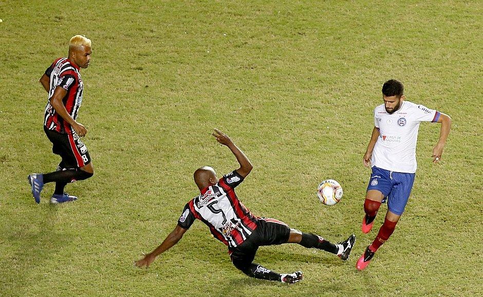 Makelele, do Atlético, divide com Jadson, do Bahia