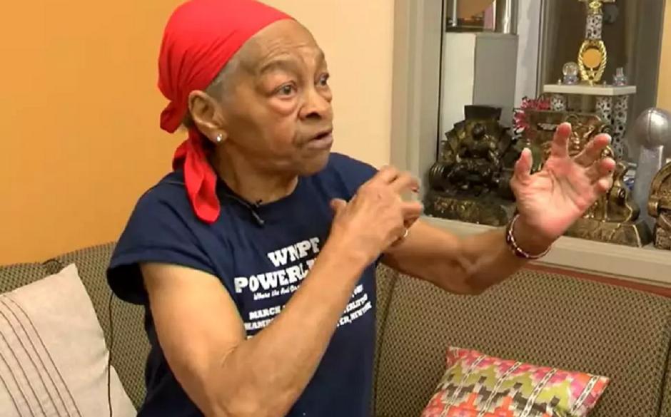 Aos 82 anos, 'vovó fisiculturista' quebra mesa de jantar na cabeça de assaltante