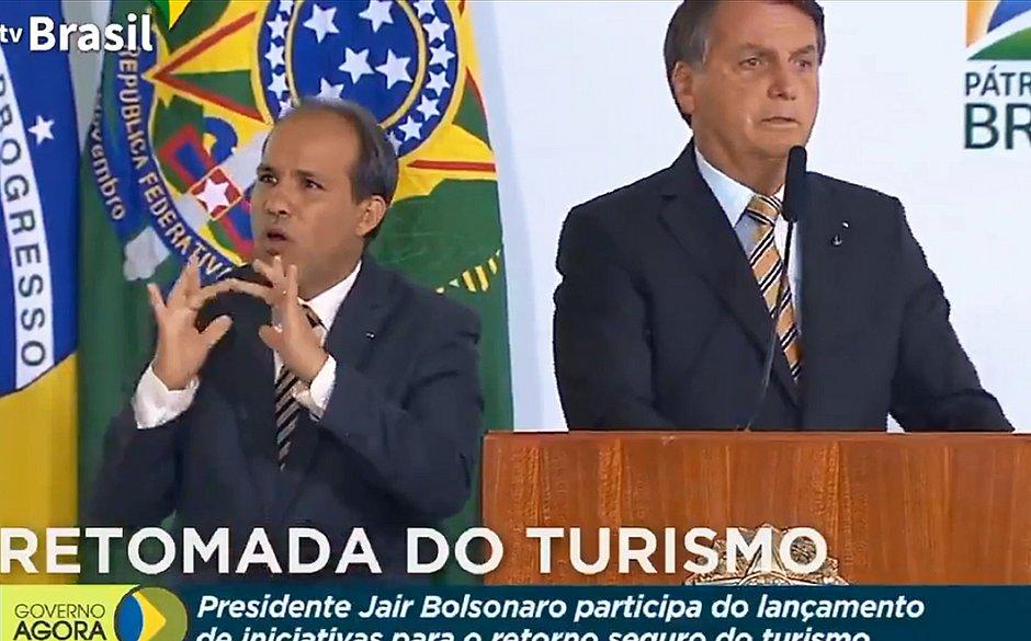 Bolsonaro reage a declarações de Biden: 'Quando acaba a saliva tem que ter pólvora'