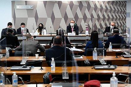 Sessão da CPI da Covid é suspensa após silêncio de diretora da Precisa