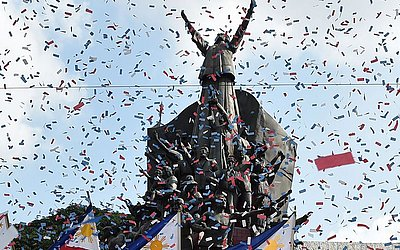 """33º aniversário do movimento de """"Poder do povo"""", em Manila. O movimento de 1986 """"poder popular"""" derrubou o ditador Ferdinand Marcos, exilando sua família no Havaí."""
