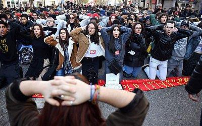 Estudantes do ensino médio protestam em Marselha, no sul da França, contra as reformas na  educação.