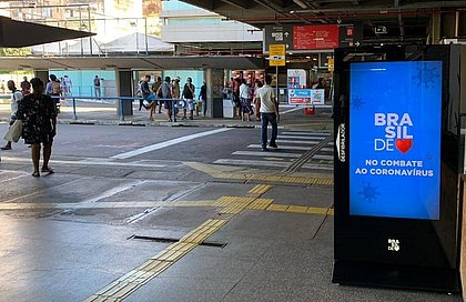 Totens digitais com desfibrilador automático são instalados na Estação da Lapa