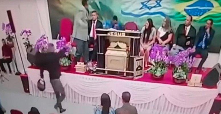 https://www.correio24horas.com.br/noticia/nid/igreja-transmite-momento-em-que-pastor-e-baleado-em-culto-veja/