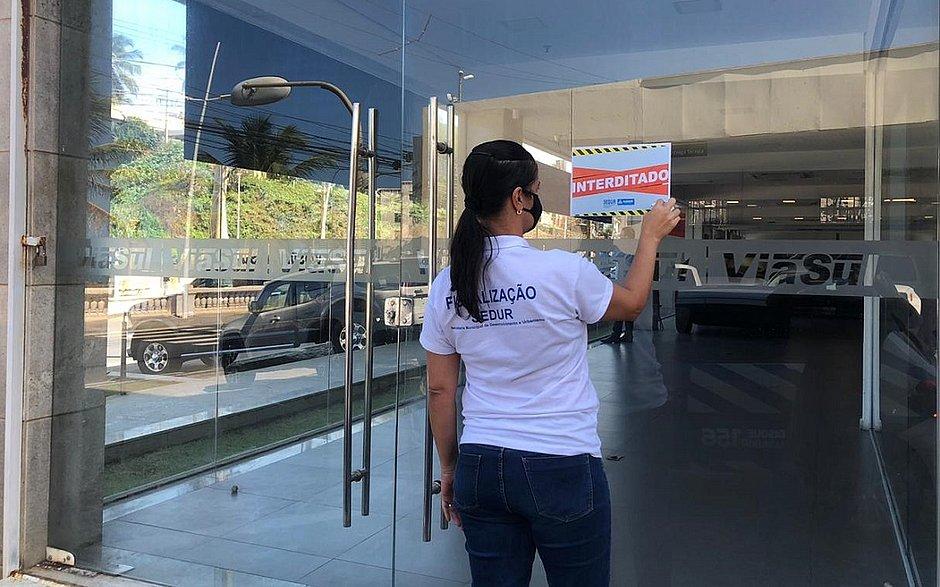 Concessionária de veículos é interditada por descumprimento de medidas