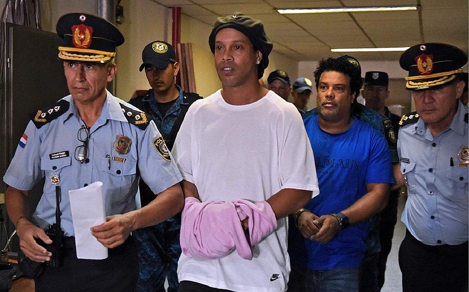 Em presídio, Ronaldinho Gaúcho é submetido a teste de coronavírus