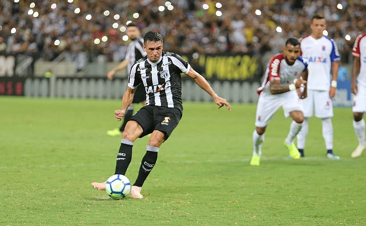Vasco mostra interesse em Juninho, do Bahia