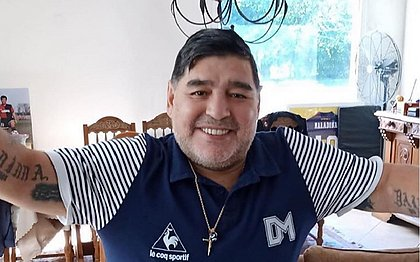 Diego Maradona renuncia ao cargo de embaixador da Fifa