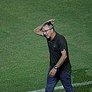 Cláudio Prates lamenta durante derrota do Bahia para o Grêmio, no estádio de Pituaçu