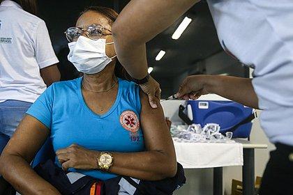 Aplicação da 2ª dose da vacina contra covid começa nesta terça (16) em Salvador