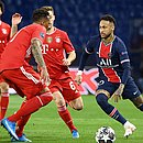 Neymar acertou a trave três vezes em seis minutos